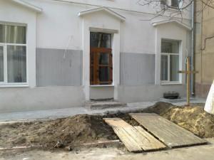 2003201077